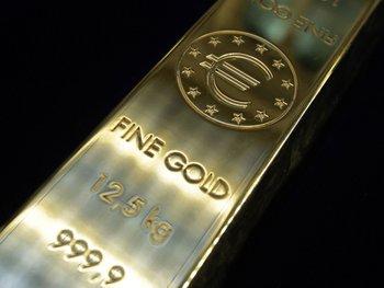 слиток золота с клеймом евро