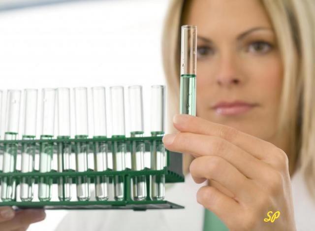 врач, колба, медицинский раствор, золото в медицине