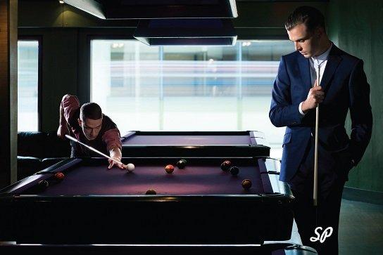 бизнесмены, мужчины, элитный бильярдный клуб, бильярд