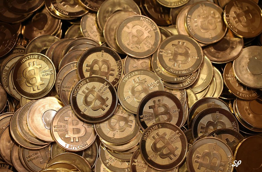 монетки виртуальной валюты Bitcoin