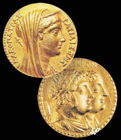 Золотые монеты с изображением царствующих особ на черном фоне