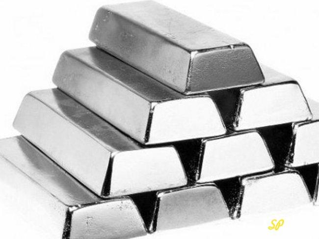 Стопка слитков серебра