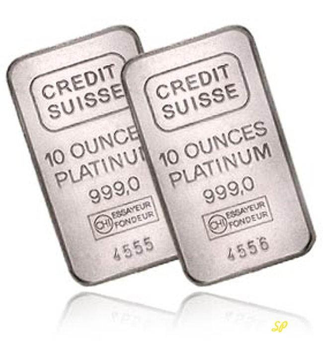Два слитка платины на белом фоне