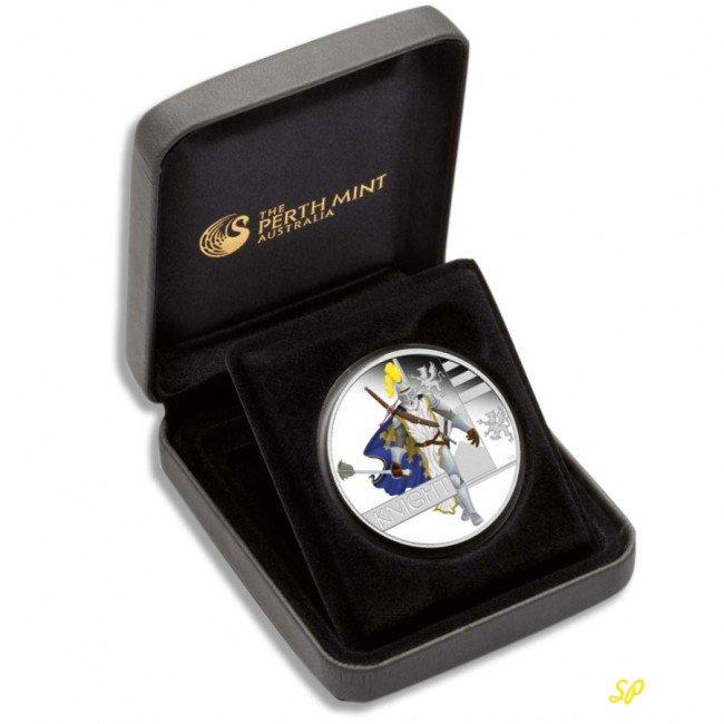 Серебряная монета в футляре
