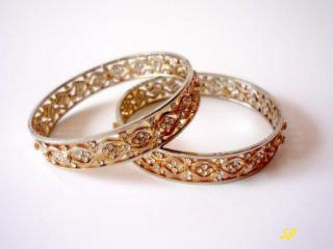 2 кольца на сером фоне