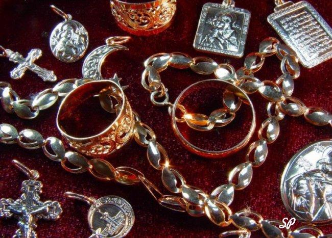 Россыпь ювелирных украшений