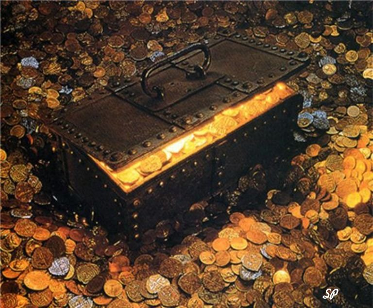 Золотые монеты в сундуке и вокруг него