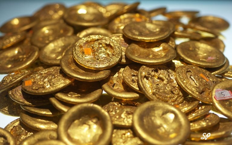 Груда золотых монет