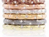 Стопка разноцветных колец из драгметаллов