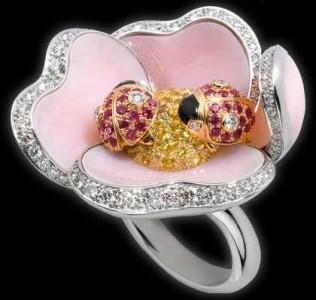 Уникальное серебряное кольцо с камнями марки Cartier