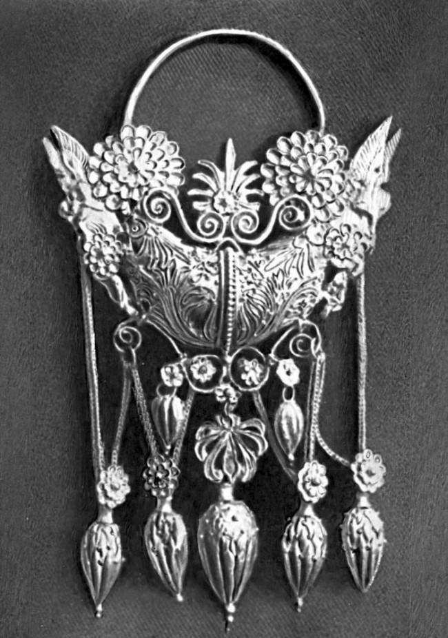Серебряное изделие в стиле Средних веков