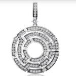 Подвеска из белого золота с бриллиантами стоимостью 179 090 рублей