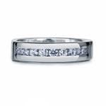 Женское кольцо из платины с бриллиантами, цена 141 763 руб