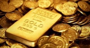Золотой слиток на золотых монетах