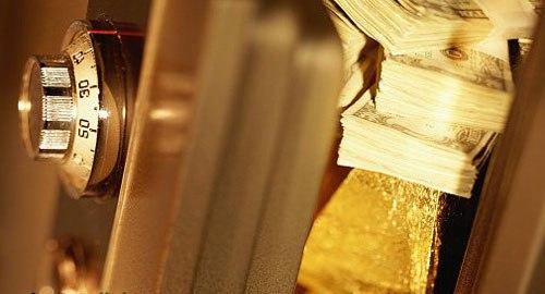 Слитки золота, деньги, сейф