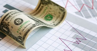 Купюра доллара США на фоне графика