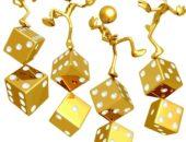 """Золотые человечки, балансирующие на игральных """"костях"""""""