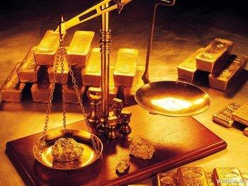 кусок золота на весах