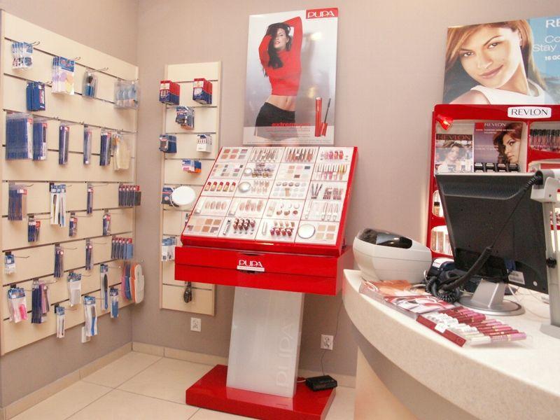 стенд оформления в магазине косметики