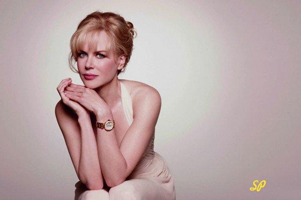 Николь Кидман в рекламе золотых часов; золотые часы на модели; девушка и золотые часы; Николь Кидман