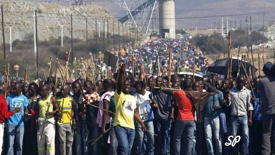 забастовки рабочих на золотых и платиновых рудниках