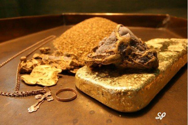 золотые украшения, слитки, самородки, золотой песок-как мерило достатка
