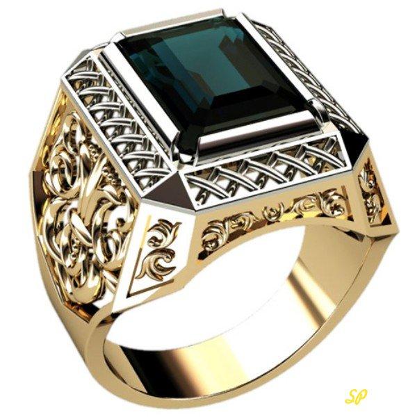 Массивное мужское золотое кольцо с золотыми узорами, украшенное крупным черным камнем в обрамлении из белого золота