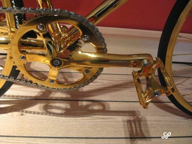 Полностью золотой велосипед