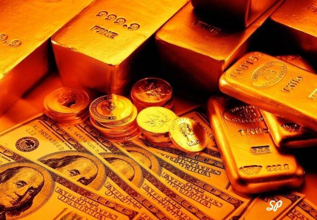 Золотые слитки, монеты и купюры долларов США