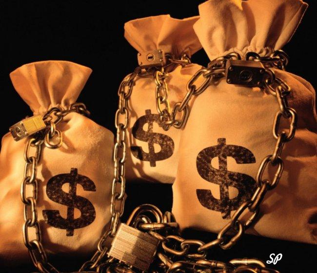 Мешки со значками доллара, расположенные на чёрном фоне