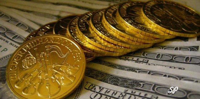 Золотые монеты крупным планом