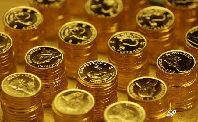 Аккуратные стопки золотых монет