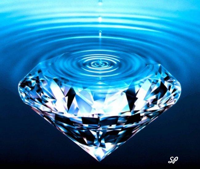 Голубой алмаз в воде