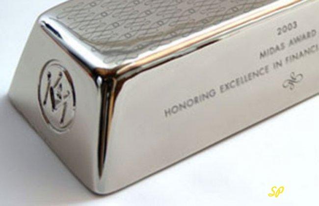 Слиток серебра: вид сбоку