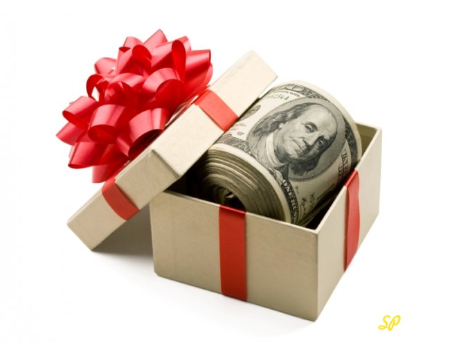 Купюры долларов США в подарочной упаковке
