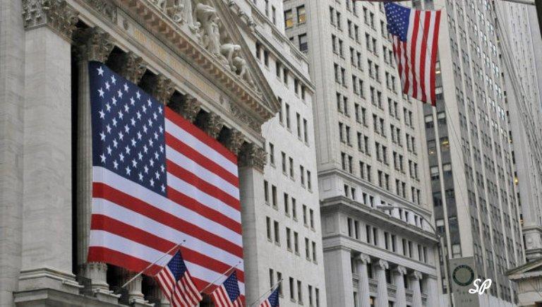 Флаг США на здании