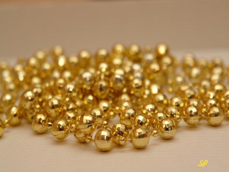 Россыпь золотых шариков