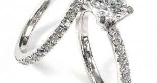 Кольца из белого золота, инкрустированные драгоценными камнями