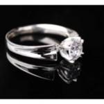 Помолвочное кольцо с фианитом, цена - 303 гривны