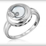 Серебряное кольцо со вставками стекла и циркона стоимостью 5 976 рублей